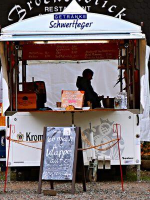 Verkaufswagen vor dem Restaurant Brockenblick