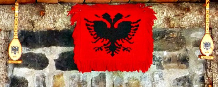 Die albanische Flagge