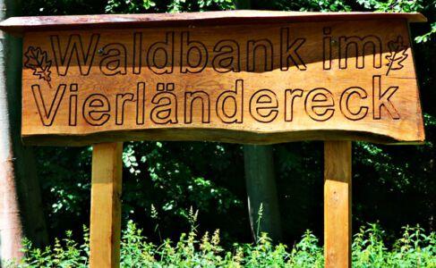 Waldbank im Vierländereck
