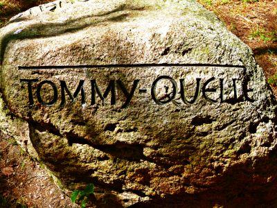 Wegweiser zur Tommy-Quelle