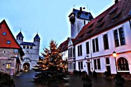 Rathaus und Stiftskirche