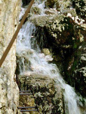 Wasserfallueberquerung