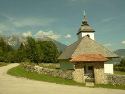 Kirchenidylle am Weg
