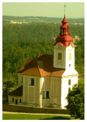Kirche mit rotem Dach