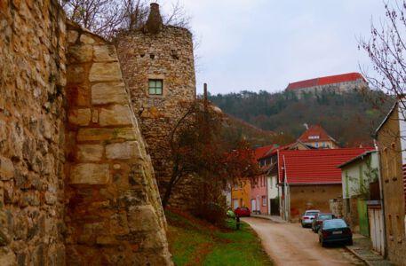 Die Stadtmauer von Freyburg
