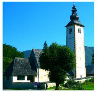 Kirche am Bohinj See