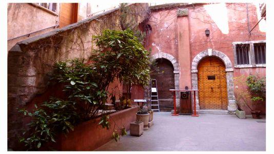 St Jean: Schönes Beispiel für einen renovierten Innenhof
