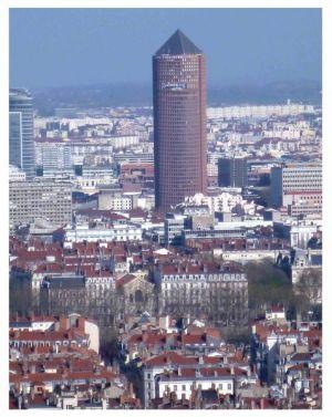 Le Crayon: 140 Meter hoher Wokenkratzer der Bank Crédit Lyonnais oder auch größter Bleistift der Welt.