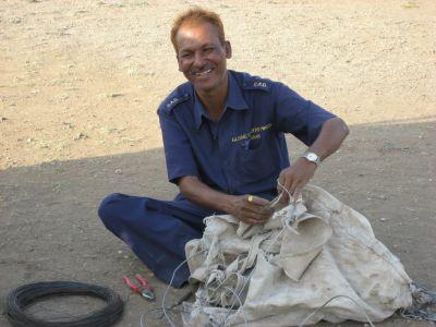 Pune: Mann an der Seilwinde