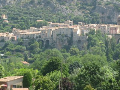 Moustiers1