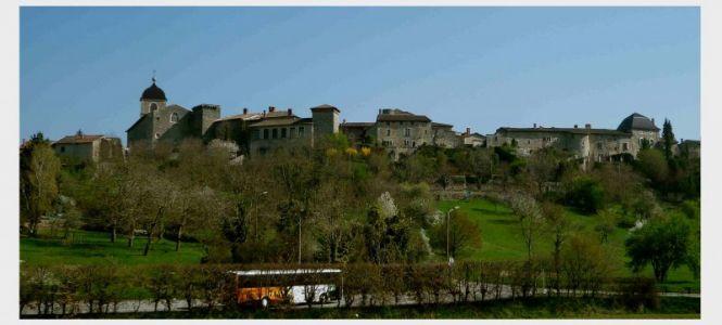 Anfahrt nach Pérouges, 42 km von Lyon entfernt